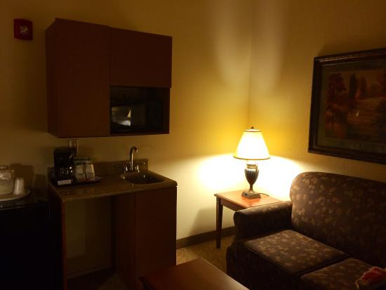 Holiday Inn Express Hotel & Suites Las Cruces: Kitchenette and sleeper sofa