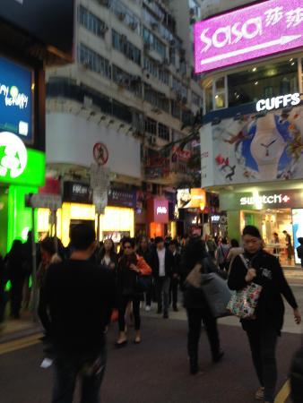 Causeway Bay Inn: nearby shops
