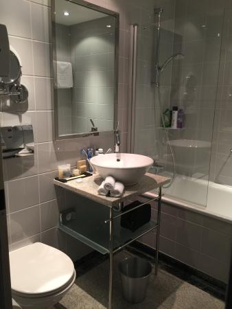 K+K Palais Hotel: bagno camera trirpla