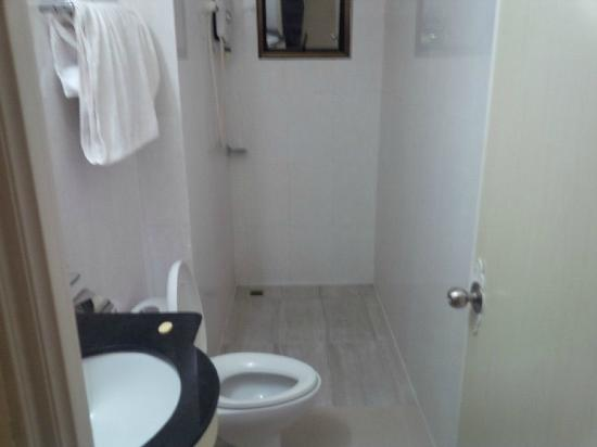 Khmer City Hotel: Bathroom