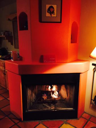 Burch Street Casitas Hotel Downtown: Burch Street Casitas...cozy fire in Casita D, one on the end!  If you want good dinner try Doc M