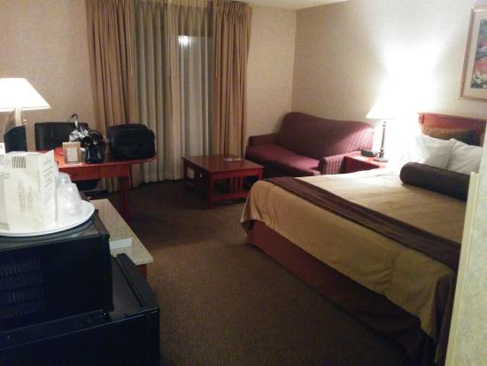 Clubhouse Inn & Suites Albuquerque : Room