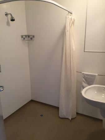 Aoraki Mount Cook Alpine Lodge: Our bathroom