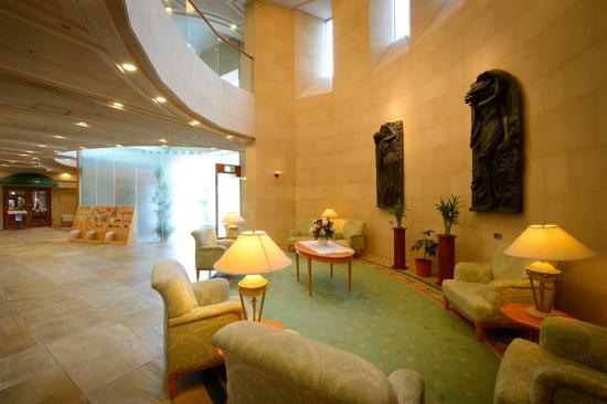 Hotel JAL City Aomori: 開放感のある吹き抜けのfロビー