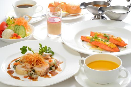 Hotel JAL City Aomori: ランチは11:30より