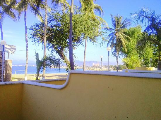 Zar Manzanillo : Vista del mar de la habitación.