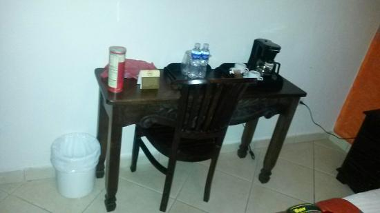 Posada de Don Juan: Mesa de cafe. Coffee table.