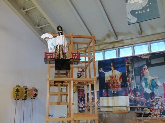 Hida Furukawa Matsuri Hall: moving doll on top of floats