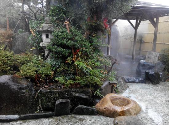 Yatsusankan: hot spring
