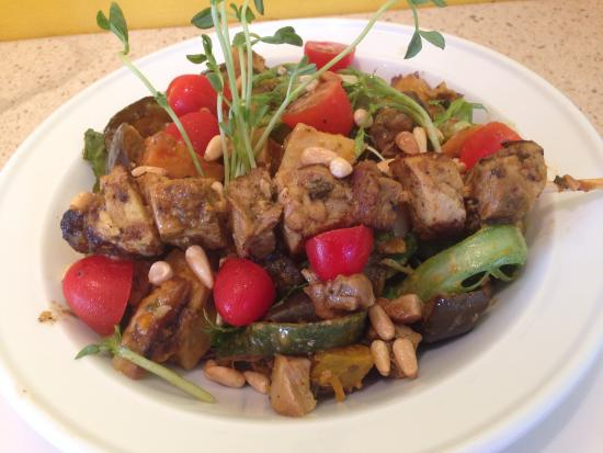 Ma Boulange Cafe Patisserie: roasted vegies salad with Moroccan chicken