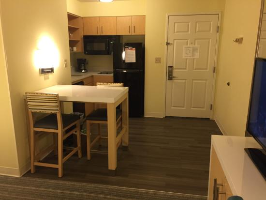 Sonesta ES Suites Houston : Nice new and modern full kitchen! Clean!