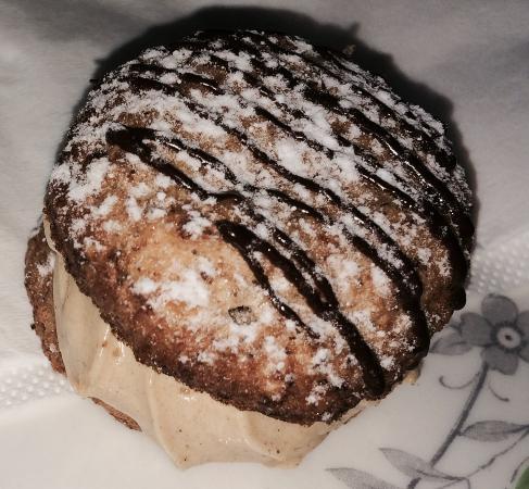 Le Bon Delice French Patisserie: Le Daquoise