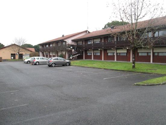Campanile Dax - Saint Paul lès Dax : Parking à l'arrière