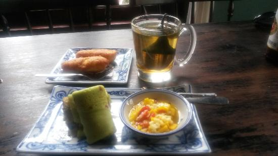 May Restaurant: Spring rolls.