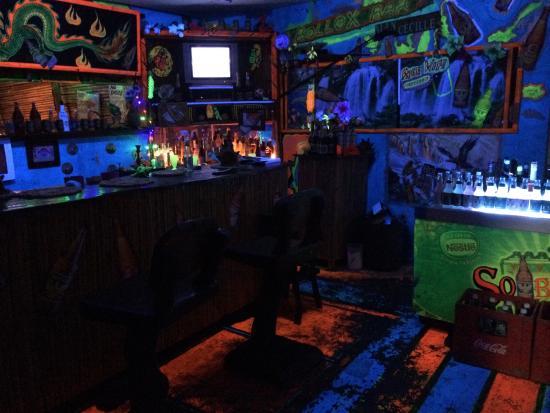 White Sands Paradise Beach Resort: Bolox bar