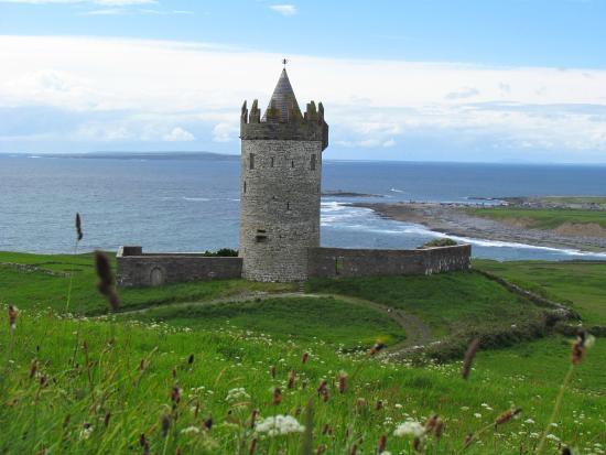Fisherman's Rest: Small tower near Doolin