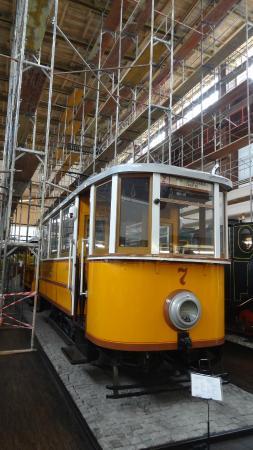 Tehnicki Muzej: Altes Tram aus Dubrovnik - inmitten von Gerüsten