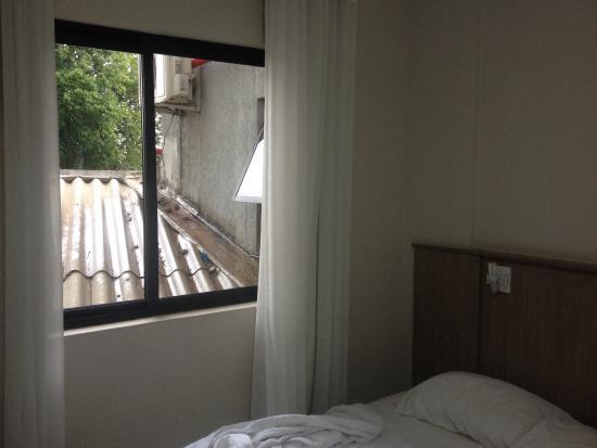 Iguassu Express Hotel: Vista do quarto 205. Uma pena, pois os demais parecem ter uma vista bacana.