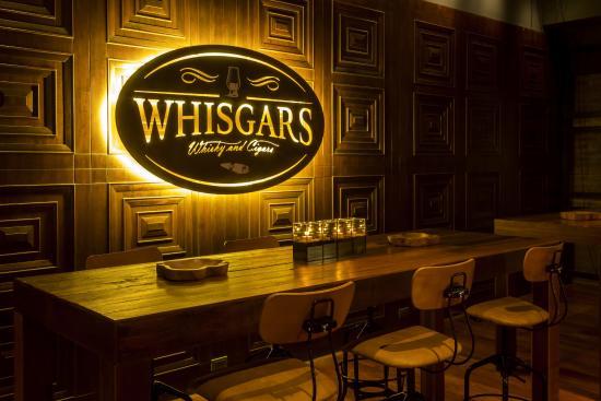 威士忌香烟酒吧