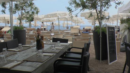 Plage Miami beach: Приятно поисдите на берегу и вкусно перекусить