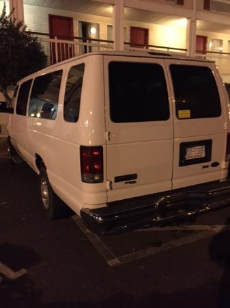 Econo Lodge Inn & Suites Charlotte Airport: Van Parked in Handicap Friday Night
