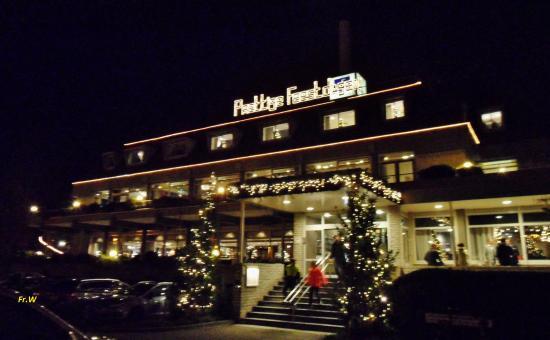 Hotel Den Haag-Wassenaar: Hotel/Restaurant van der Valk , vanaf de parkeerplaats .