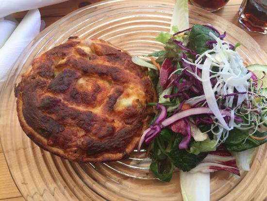 Findlerhof : Vegetarian Quiche and a beautiful lamb's lettuce.  The salad was so good, I could have had a gia