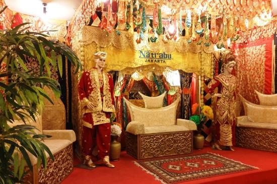 Natrabu Minang Restaurant: interior