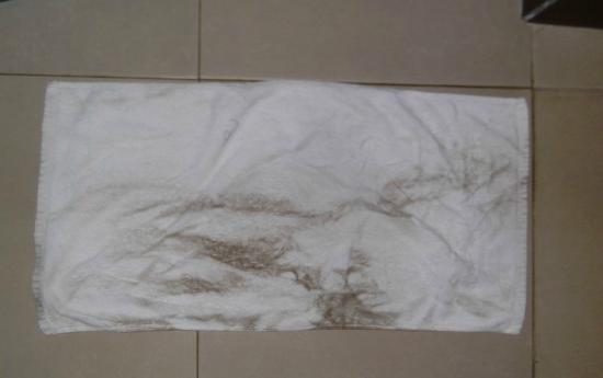 ChamPa Resort and Spa: so sieht das Handtuch aus, nachdem ich selbst 2 Meter den Boden gewischt habe