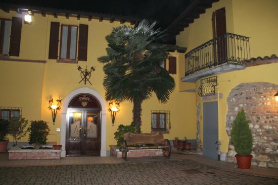 Hotel Antica Fonte: il cortile