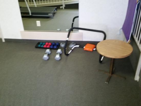 Ramada Trenton: weight room