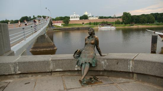 Girl-Tourist Monument