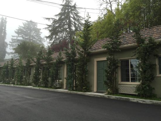 Marin Lodge: Small single-story motel, clean , comfortable, and a great value!