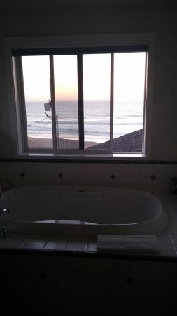 Pana Sea Ah Bed and Breakfast: View from our bathroom