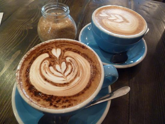 200 Degrees Coffee Shop: Best coffee in town with lovely latte art