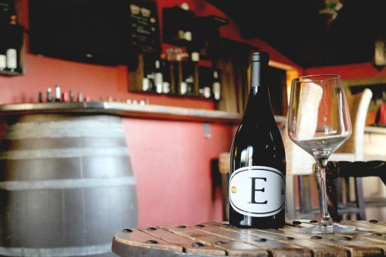 En Fuego Cantina & Grill: La Tienda Wine Room