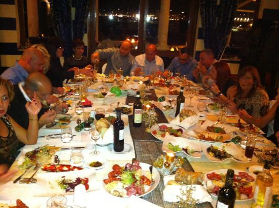 Quadro Restaurant at The Westin Dragonara Resort: Enjoying food and wine