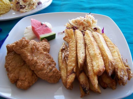 Canoe Bar : Lion fish and fries
