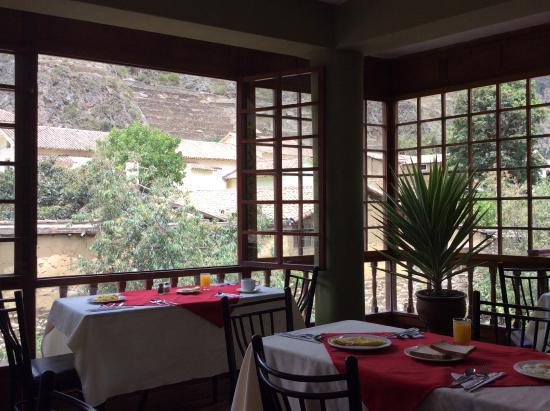 Hotel Sol: El desayuno con una vista hermosa al centro Arqueológico de Ollantaytambo.