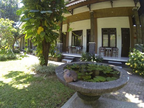Balitis Home Stay : extérieur et vue chambres