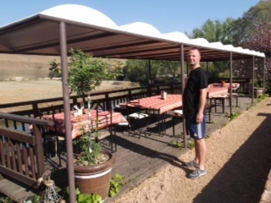 Umzimkulu River Lodge: Wonderful outside breakfast dining area
