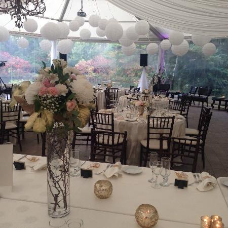 Nestleton, Канада: Decor for the reception inside the tent