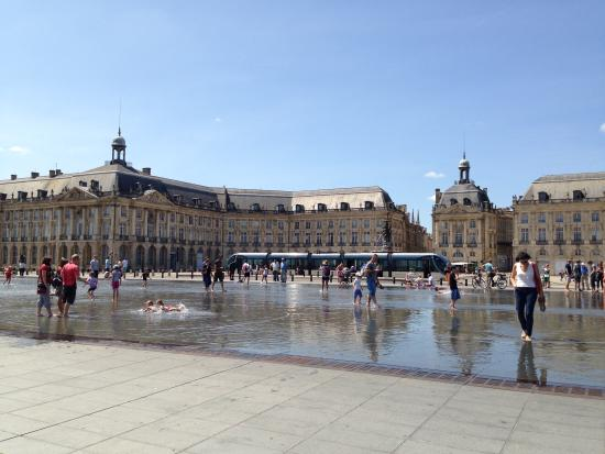 Miroir d 39 eau picture of the water mirror bordeaux for Miroir d eau bordeaux
