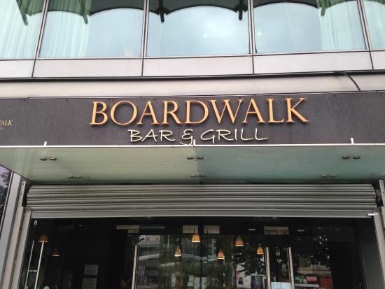 Boardwalk Bar & Grill: Front of resturant.