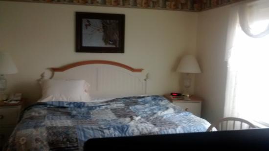 bluegate garden inn. Blue Gate Garden Inn - Shipshewana Hotel: Family Fun Suite King Sized Bed Bluegate