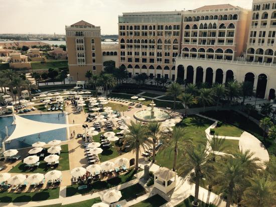 The Ritz-Carlton Abu Dhabi, Grand Canal: Interior and main pool