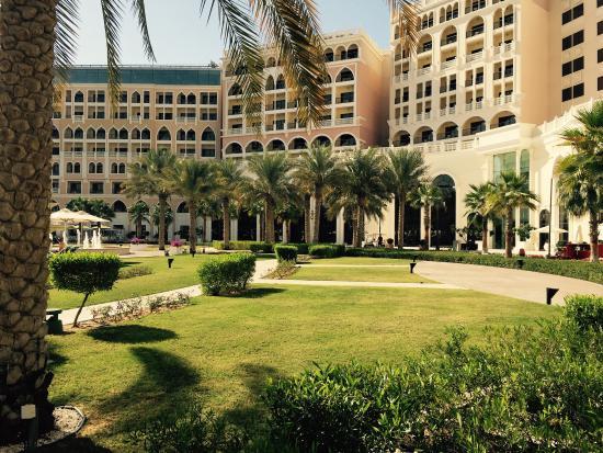 The Ritz-Carlton Abu Dhabi, Grand Canal: Interior Gardens