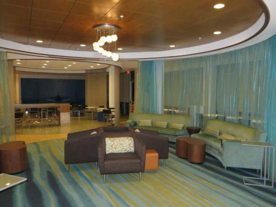 SpringHill Suites Ashburn Dulles North: Lobby, lounge and breakfast area