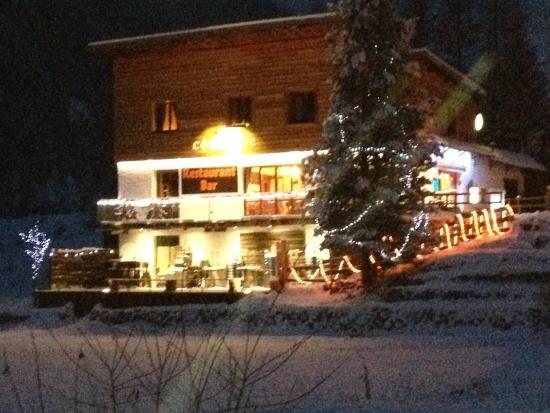 Restaurant traditionnel ambiance cosy au coin de la chemin e et le midi sur la terrasse plein s - Cheminee de terrasse ...