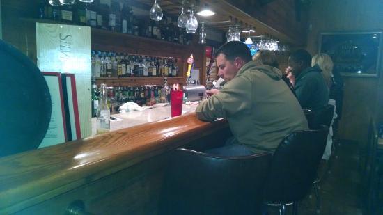 The Bears Den : bar